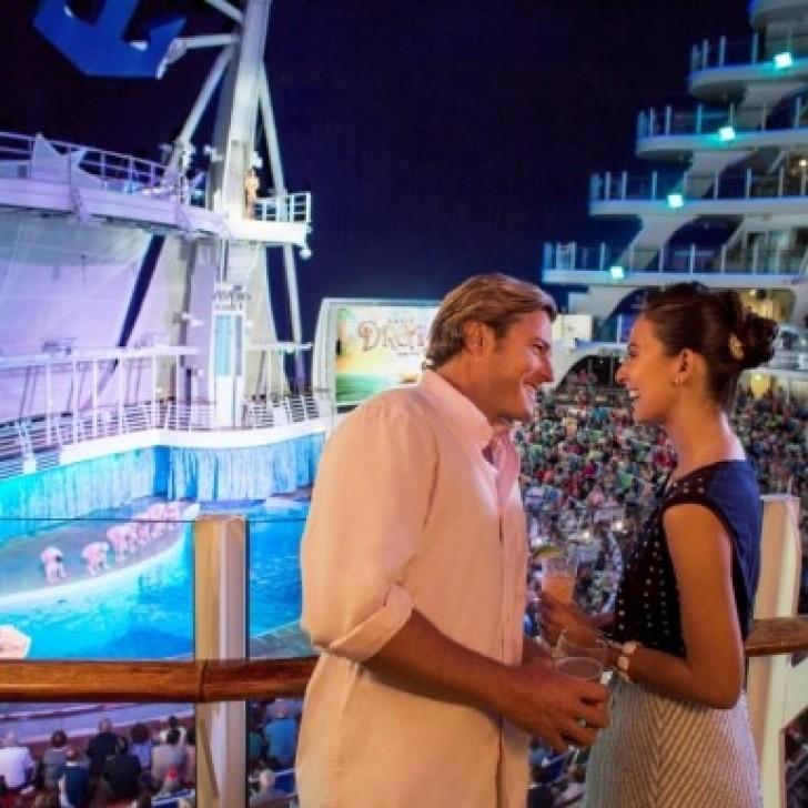 Couple-on-cruise